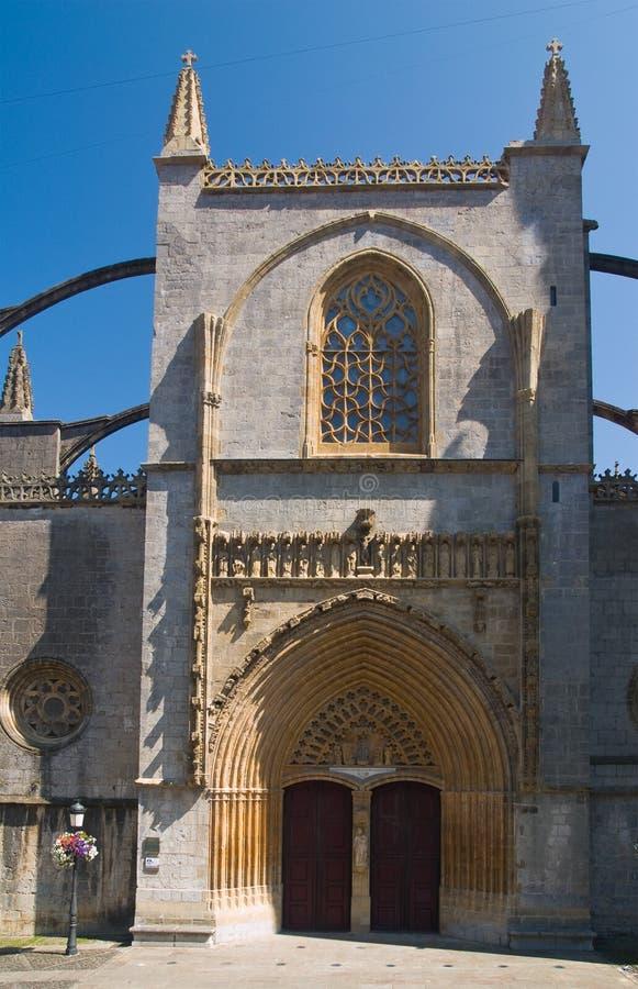 Basílica gótica en Lekeitio, país vasco, España fotografía de archivo