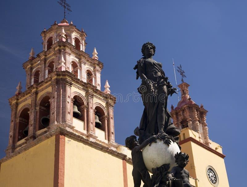 Basílica Guanajuato México da estátua da paz foto de stock royalty free