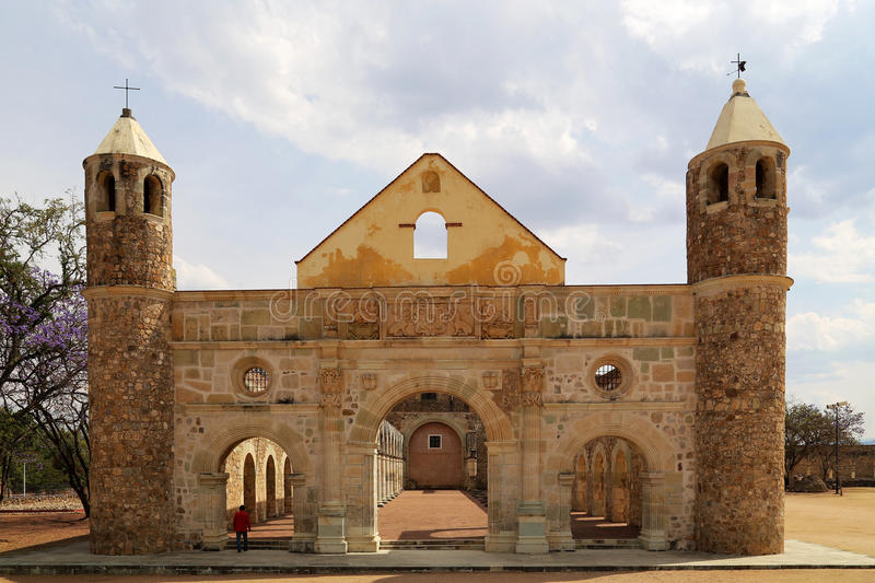 A basílica histórica de Cuilapan, Oaxaca, México imagens de stock royalty free
