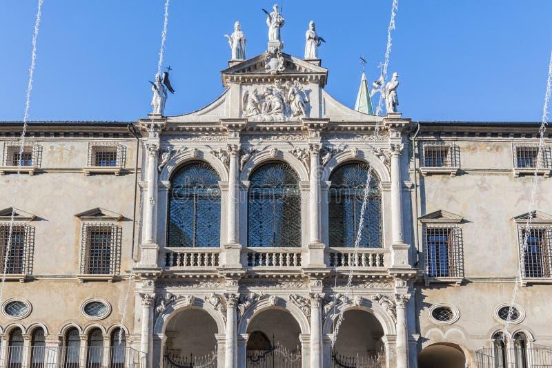 A basílica Palladiana com torre de pulso de disparo é uma construção do renascimento nos Signori centrais do dei da praça em Vice fotografia de stock royalty free
