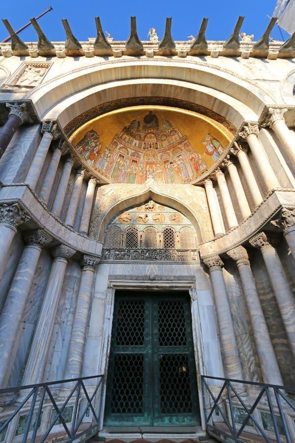 Basílica patriarcal de la catedral de St Mark en Venecia, Italia foto de archivo