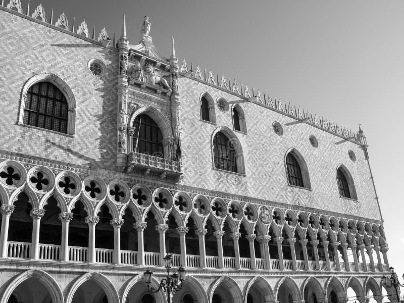 Basílica patriarcal en la Plaza de San Marcos en Venecia detalle imagen de archivo