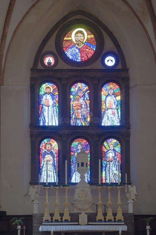 Basílica San Domenico Siena da janela de vitral imagem de stock