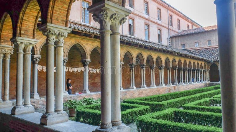 Basílica San Sernin, claustros y jardines, Toulouse, Francia fotos de archivo libres de regalías
