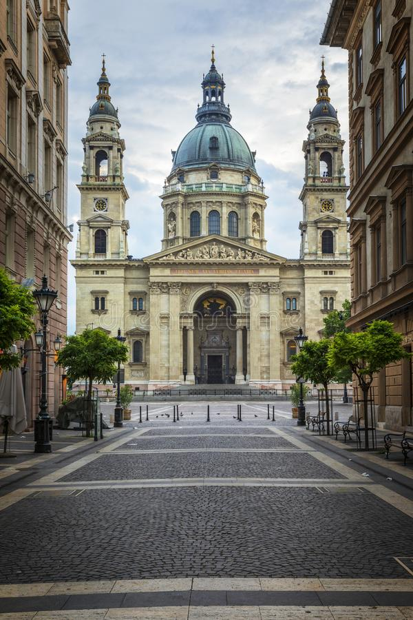 Basílica St Stephen por la mañana imagen de archivo