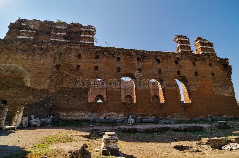 A basílica vermelha em Pergamon, Turquia imagens de stock