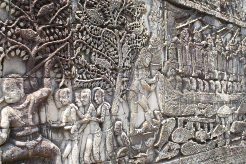 Bas-ανακούφιση της Καμπότζης Angkor Bayon Εξωτερική στοά Bayon που παρουσιάζει μια σειρά bas-ανακούφισης που απεικονίζει τα ιστορ στοκ εικόνες
