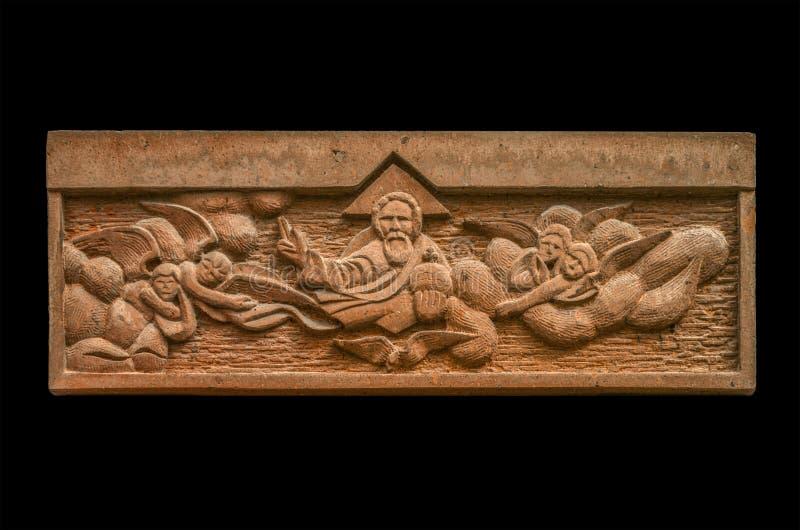 Bas-hulp beeld van God en engelen op het vizier, op gehouwen van steen de eerste brief van het Armeense alfabet, in de Kerk van royalty-vrije stock afbeeldingen