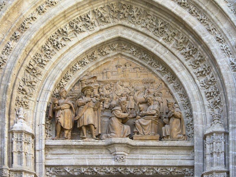 Bas-hulp detail van de kathedraal van Sevilla stock afbeelding