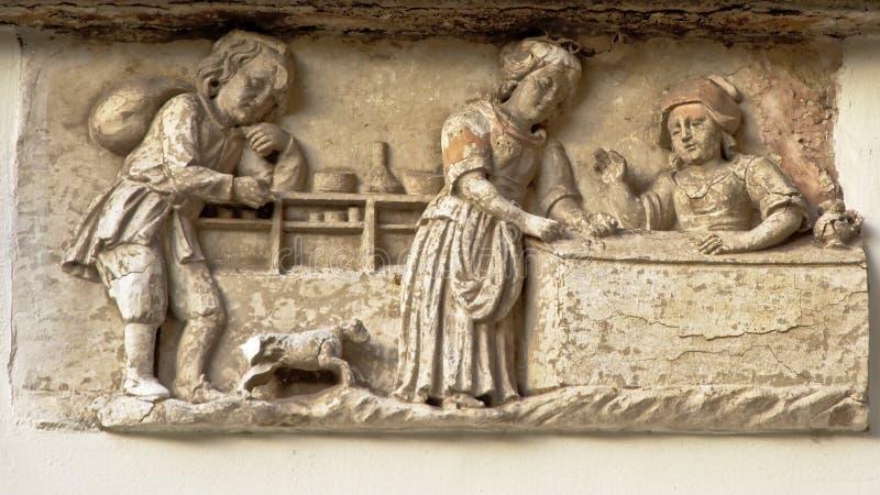 Bas-hulp die een middeleeuwse bakkerijwinkel tonen stock afbeeldingen