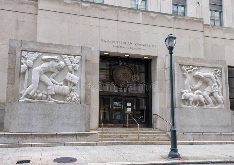 Bas-hulp granietbeeldhouwwerken, Robert N C Nix, SR De federaal Bouw & Postkantoor stock afbeeldingen