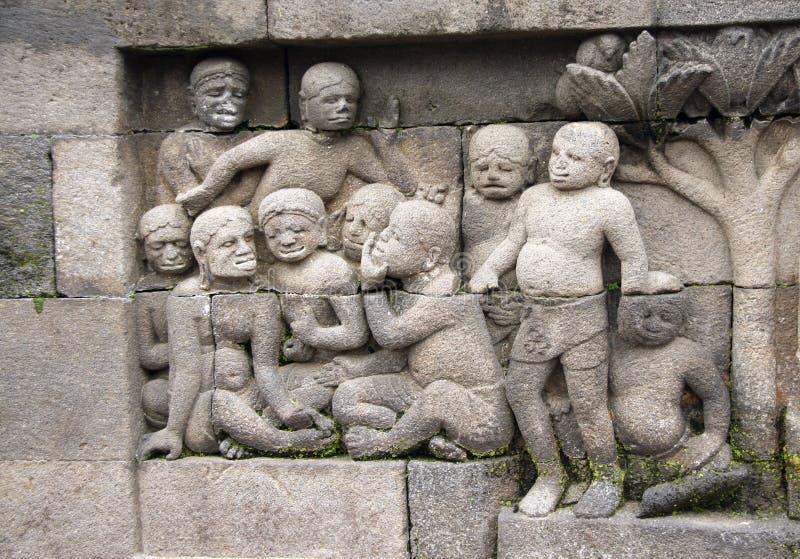 Bas-relevo de pedra antigo, templo Borobudur de Buddist, Yogyakarta foto de stock