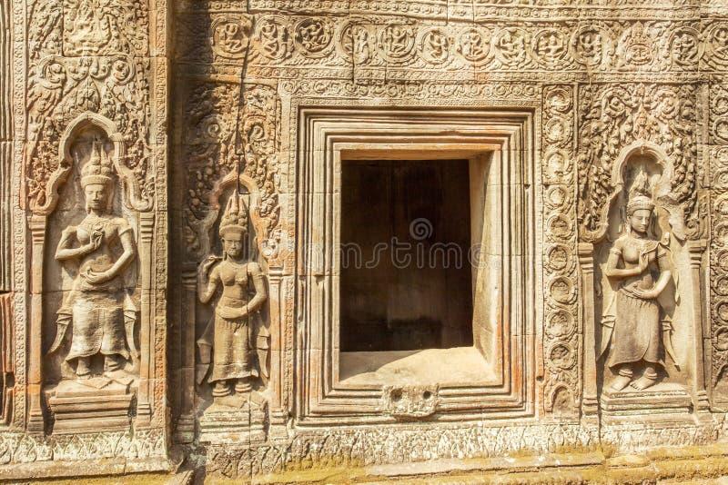 Bas-relevo na pedra, templo de Ta Prohm, Angkor Thom, Siem Reap, Camboja foto de stock royalty free