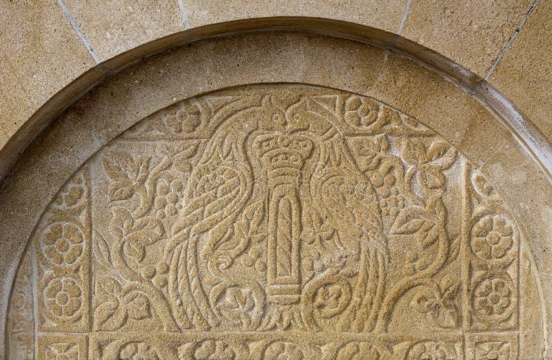 Bas-relevo velho na fonte de pedra Peloponnesus, Grécia imagem de stock