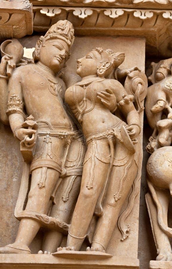 Bas-relief antigo em Khajuraho, India foto de stock royalty free