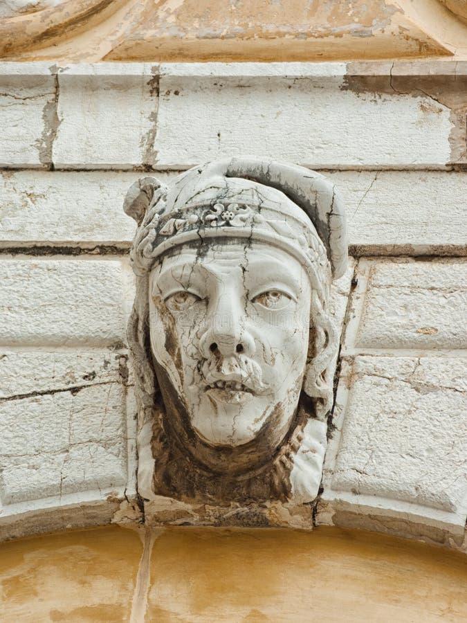 Bas-relief sur la façade image libre de droits