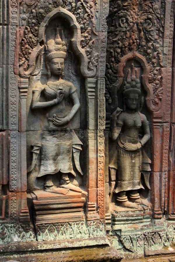 Bas Relief van Apsaras in Cambodjaanse Hindoese Tempel stock foto
