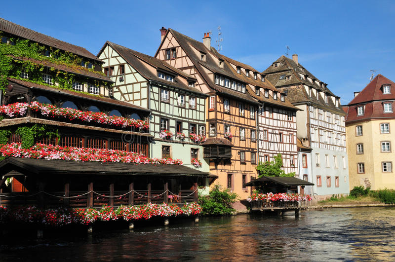 Bas Rhin, de schilderachtige stad van Straatsburg in de Elzas royalty-vrije stock afbeeldingen