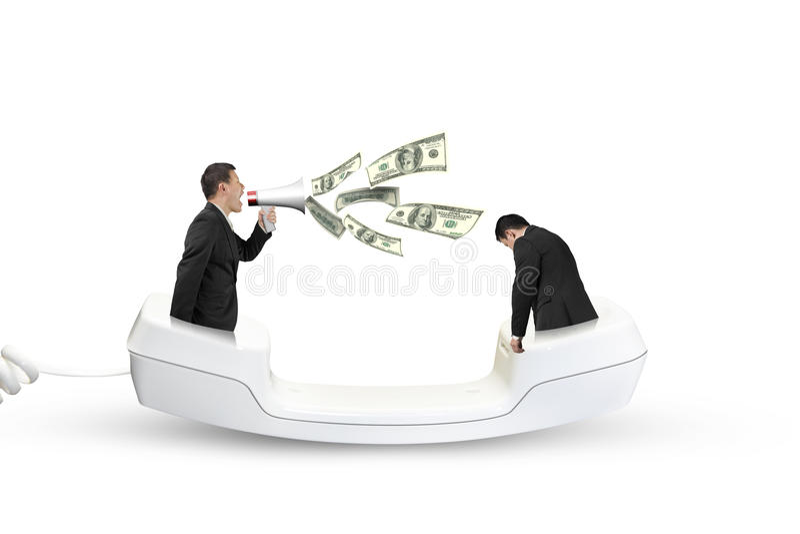 Basa genom att använda megafonen som skriker på anställd som ut besprutar dollarbil royaltyfri foto
