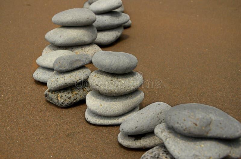 Basalt-Steine auf Strand lizenzfreies stockfoto