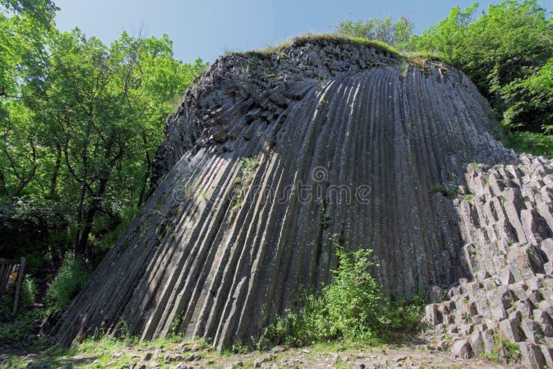Basaltachtige pentagonale kolommen - geologische formatie van vulkanisch o stock foto's