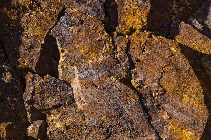 Basaltet vaggar med järnbeståndsdelar och orenheter arkivbilder