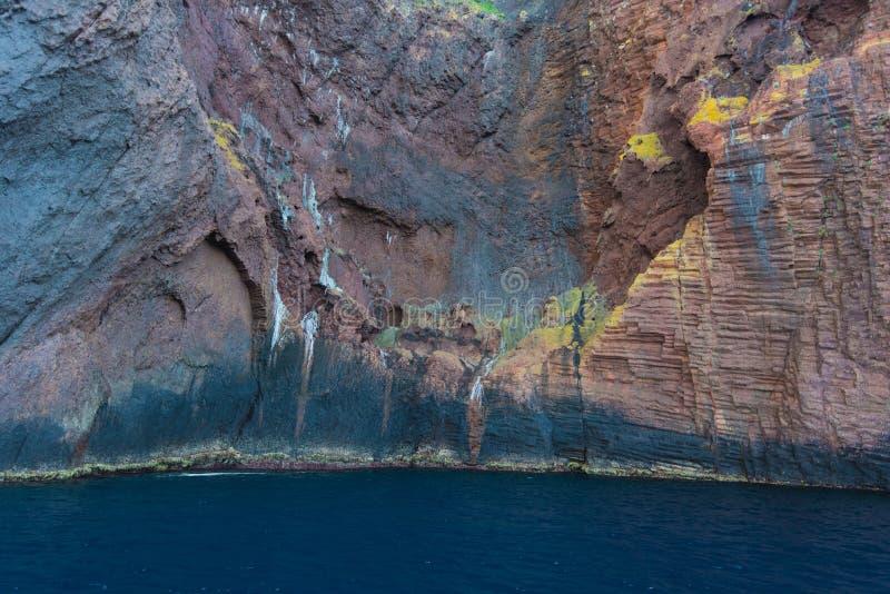 Basaltic ściana nabrzeżna faleza obraz stock