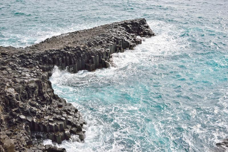 Basaltisk columnar gemensam kust i JungMun royaltyfri bild