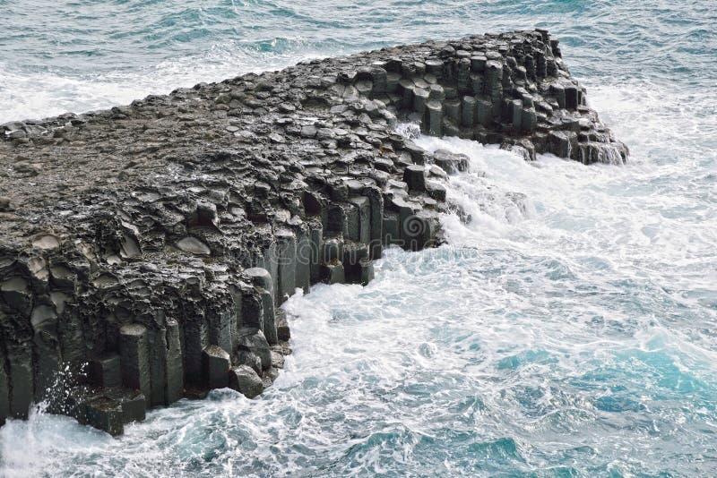 Basaltisk columnar gemensam kust i JungMun royaltyfria foton