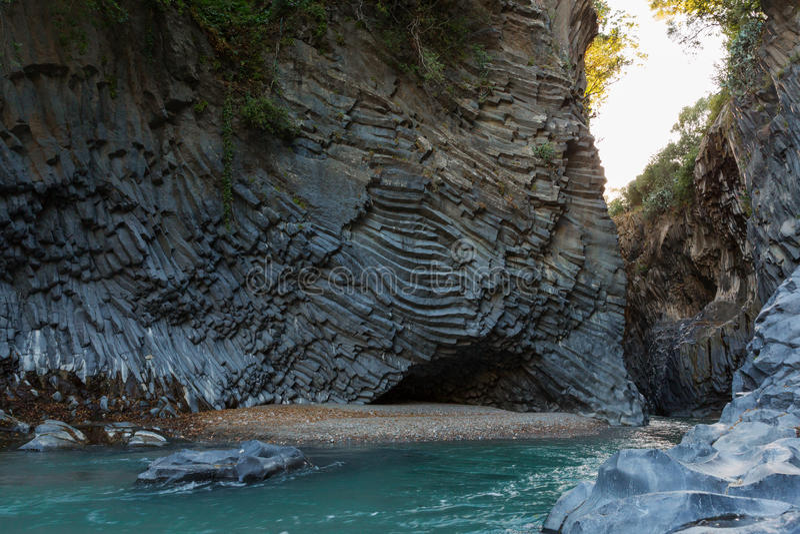 Basaltiskt vagga grottan royaltyfria bilder