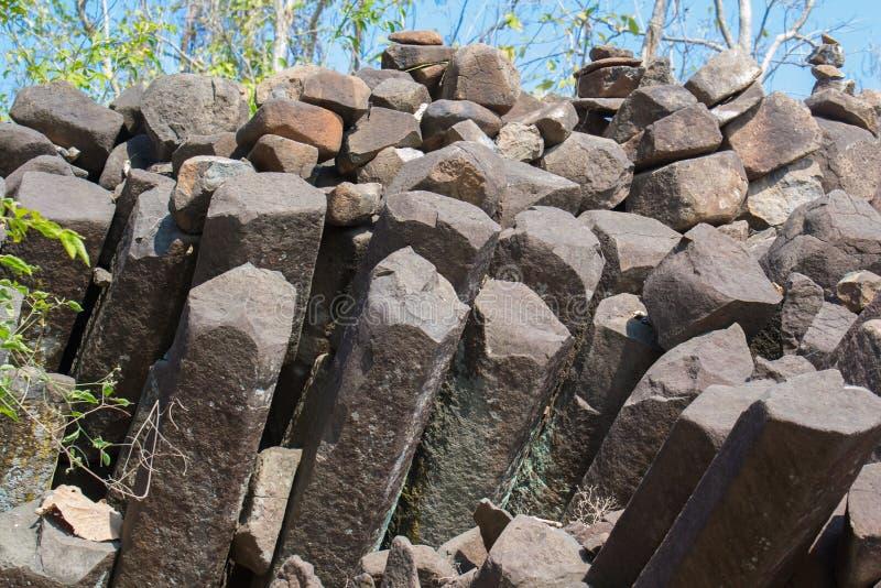 Basaltkolonnen vaggar bildande Indien royaltyfri bild
