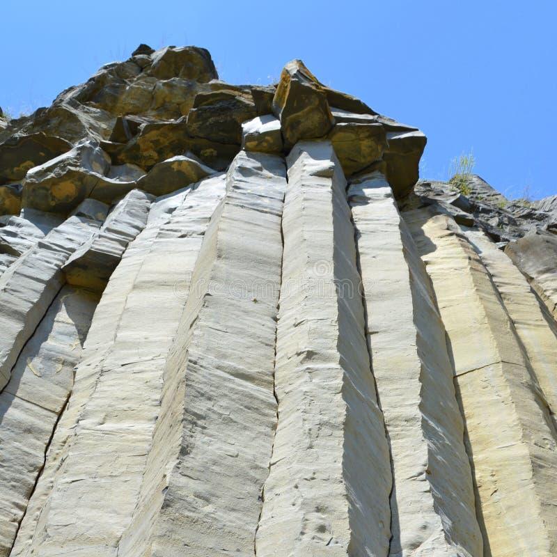 Basaltkolonner vaggar i Racos, Transylvania arkivfoton