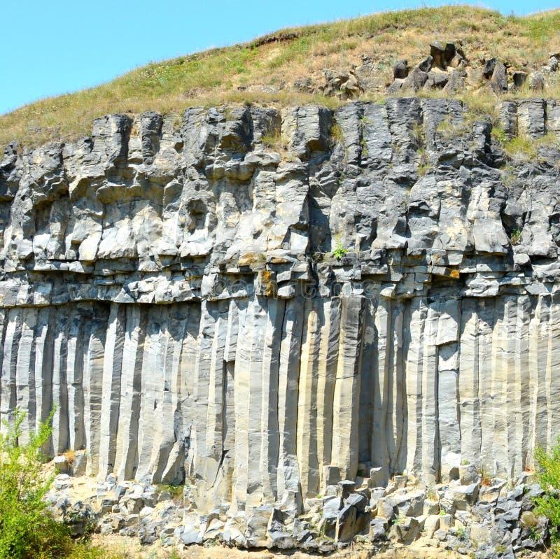 Basaltkolonner vaggar i Racos, Transylvania arkivbilder