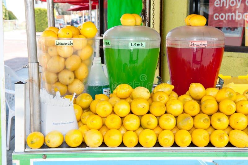 Basamento di limonata fotografia stock