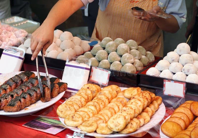 Basamento giapponese dell'alimento della via fotografia stock