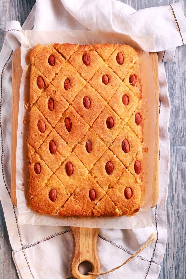 Basbousa - gâteau doux du Moyen-Orient traditionnel images libres de droits