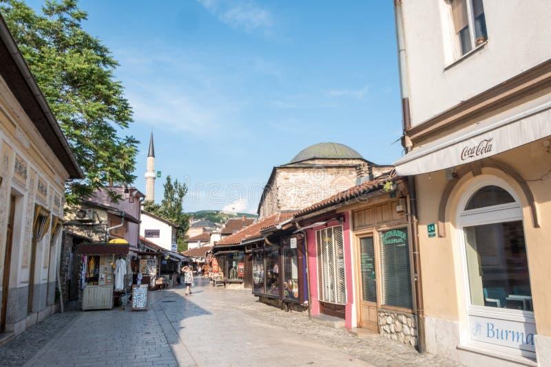 """Bascarsija †""""den gamla basaren i Sarajevo Bosnien och Hercegovina på Juli 12 2017 arkivbild"""