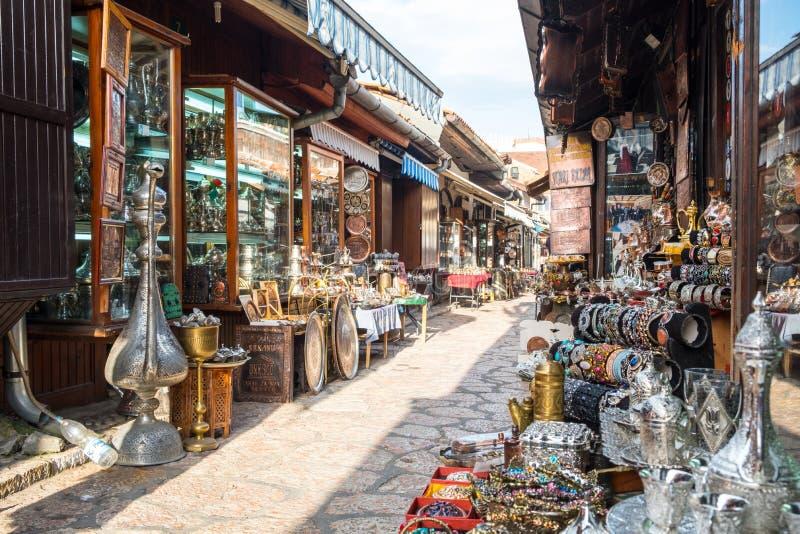 """Bascarsija †""""den gamla basaren i Sarajevo stämma överens områdesområden som Bosnien gemet färgade greyed herzegovina inkluderar royaltyfri foto"""