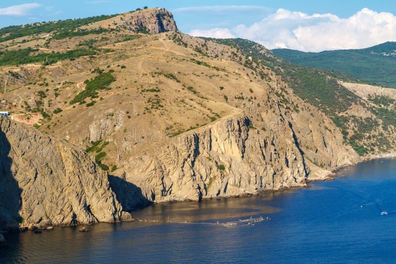 Bascule la mer bleue, les bateaux sur le voyage d'eau et les loisirs photographie stock