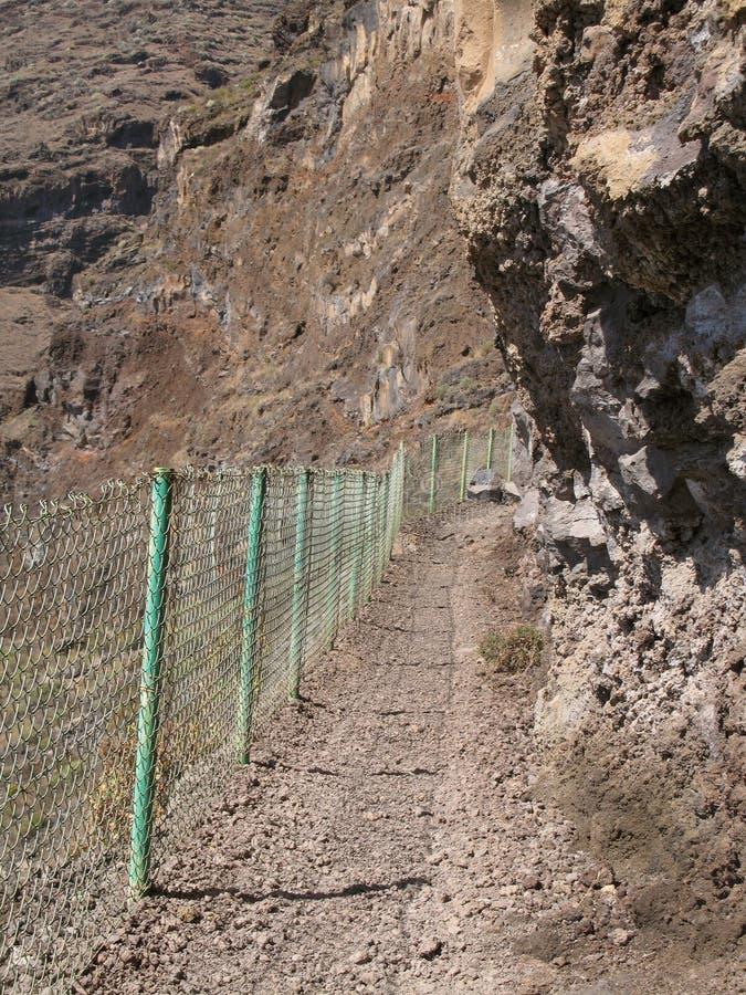 Bascule la voie avec la barrière dans la montagne image libre de droits