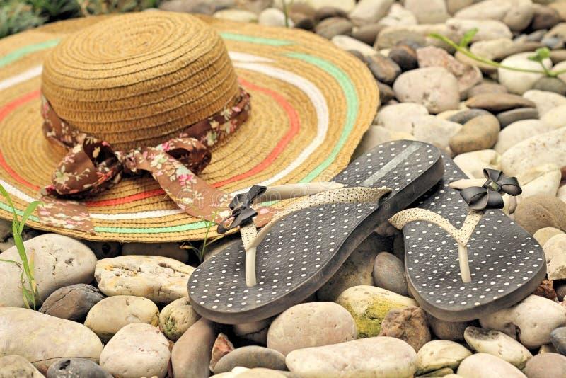 Bascules en caoutchouc avec des chapeaux de paille images stock