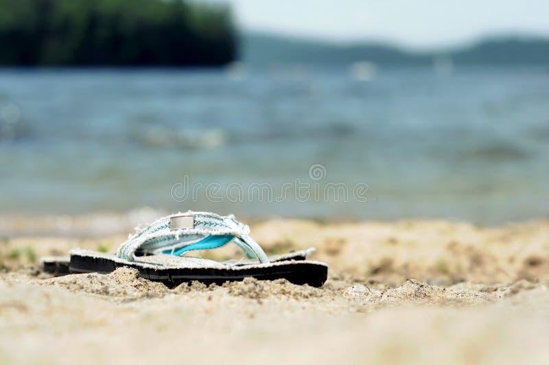 Bascules par le lac photographie stock