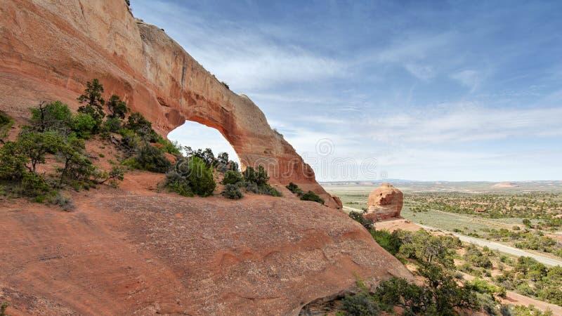 Basculez la voûte dans les voûtes parc national, Utah images stock