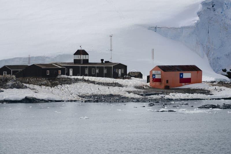 Base antártica chilena Gonzalez Videla de la investigación Situado en la península antártica en la bahía del paraíso, la Antártid fotografía de archivo libre de regalías
