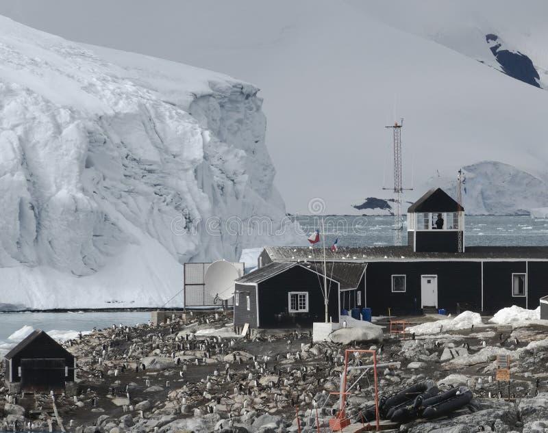 Base antarctique chilienne de recherches située sur la péninsule antarctique à la baie de Paradise, Antarctique image stock