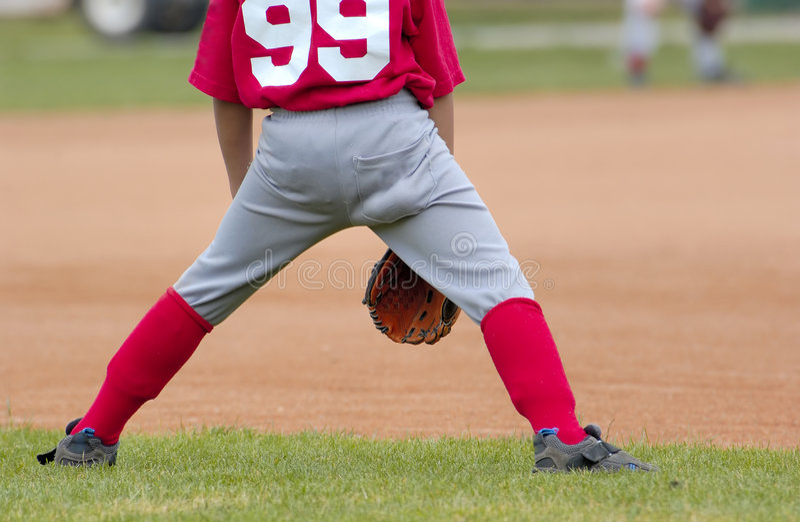 Download Base-ball photo stock. Image du gosses, herbe, uniforme - 726602