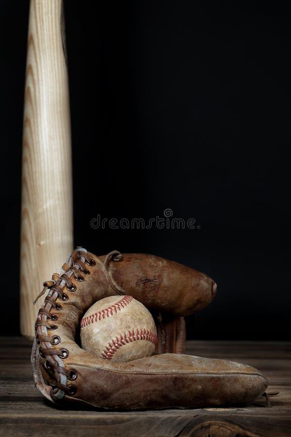 Base-ball de vintage dans le gant images stock