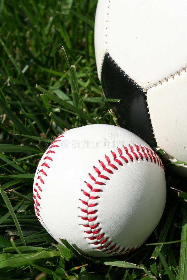 Base-ball et Soccerball photographie stock