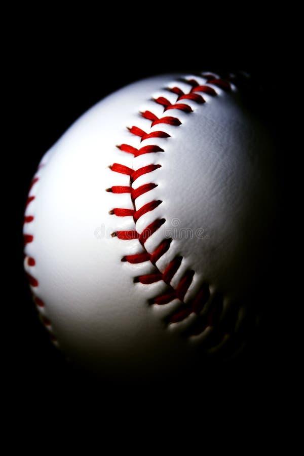 Base-ball sur le fond foncé images libres de droits