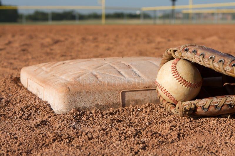 base baseballhandske nära royaltyfria bilder